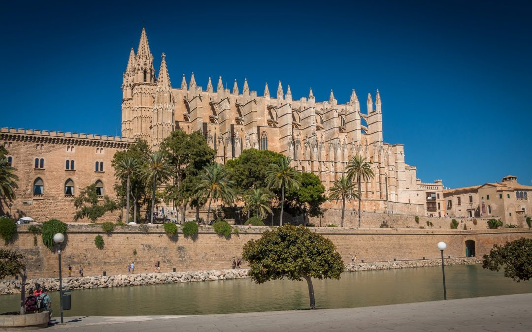 Why Spain is a good location for chartering in the Autumn